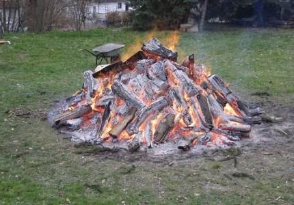 Lakefleischessen am Lagerfeuer mit Salvatoranstich